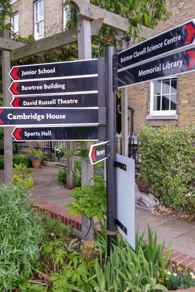 Portsmouth Grammar School - Waypoint post sign